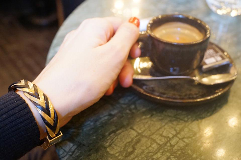 Bracelet tressé cuir et chaîne dorée