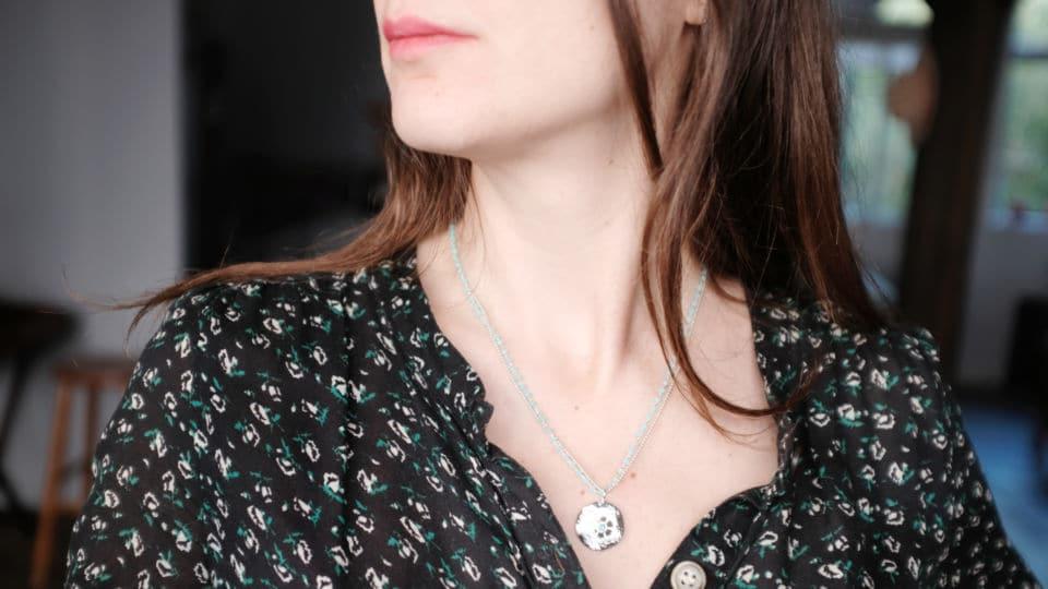 médaille florale argent et perles turquoise